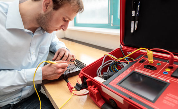 "Praxisuebung im Fachseminar, Zertifikatskurs ""Elektrotechnische Pruefungsmethoden"""